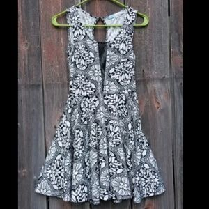 Cecico Sleeveless Black and White Floral